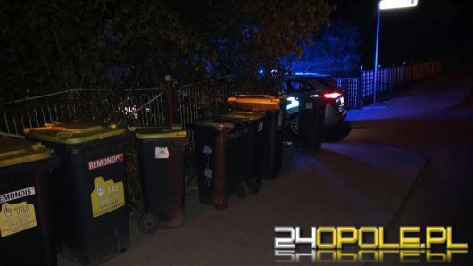 Policja szuka żartownisia, który ustawił na ulicy kosze na śmieci. Doszło do wypadku