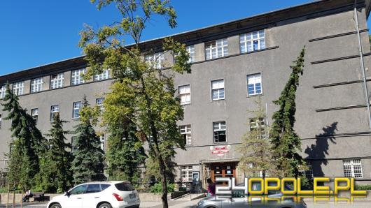 Potwierdzono kolejne przypadki koronawirusa w opolskich szkołach