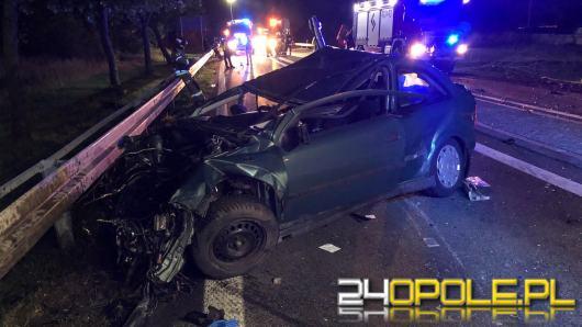 Czołowe zderzenie osobówki z ciężarówką w Zielęcicach. Nie żyje 18-letnia kobieta