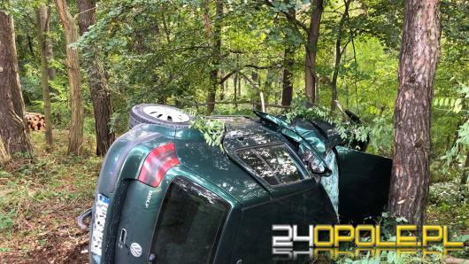 Dachowanie w Skarbiszowie. Kierowca został ranny