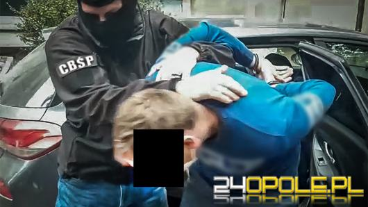 Nóż, kominiarka i atrapa broni. 25-latek, który miał uprowadzić dziecko został aresztowany