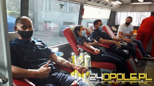 Aby uśmiech Adasia pozostał na dłużej - Policjanci oddali dla niego krew