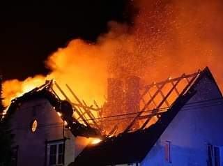 Pożar domu i salonu meblowego. W Solarni. W akcji 13 zastępów straży