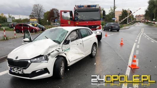 Zderzenie ciężarówki i Skody na Alei Przyjaźni w Opolu