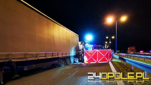 Śmiertelny wypadek na A4. Nie żyje kierowca samochodu dostawczego