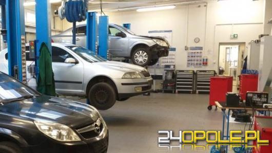 Policja przekazała samochody do Centrum Kształcenia Zawodowego w Opolu