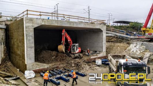 Centrum Przesiadkowe Opole Wschodnie: Powstaje tunel w nasypie kolejowym