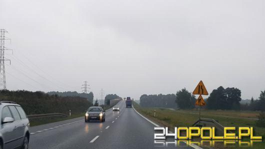 Przy jesiennej pogodzie - wolniej znaczy bezpieczniej. Policja apeluje o rozsądek na drodze