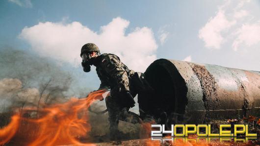 Żołnierze z batalionu dowodzenia i zabezpieczenia ćwiczyli na torze napalmowym