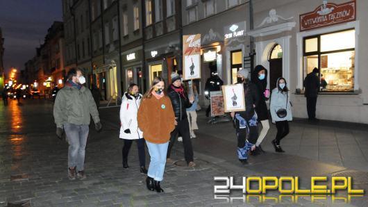 Manifestujący w obronie praw kobiet spacerowali po mieście