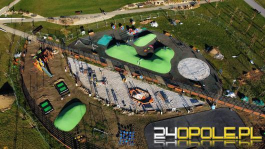 Buduje się kolorowy plac zabaw w Parku 800-lecia. Jest też miejsce dla czworonogów