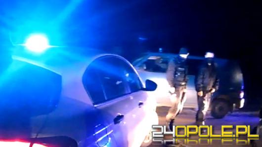 Nie zatrzymał się do kontroli, uciekał przed policjantami, wyrzucał narkotyki przez okno