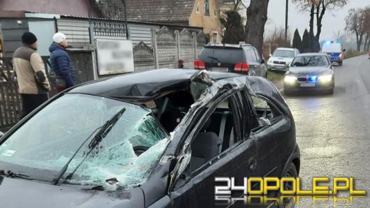 Wypadek w Michałowicach. Brony odczepiły się od ciągnika i spadły na osobówkę