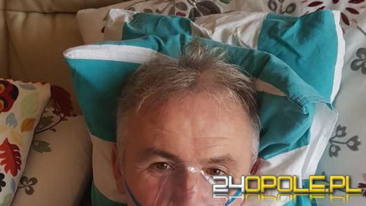 Burmistrz Brzegu zakażony koronawirusem. Ostrzega mieszkańców przed chorobą