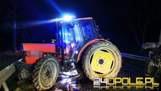 Dwa samochody osobowe zderzyły się z ciągnikiem rolniczym w powiecie prudnickim
