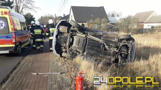 Dachowanie pojazdu w powiecie namysłowskim. Kierowca ranny