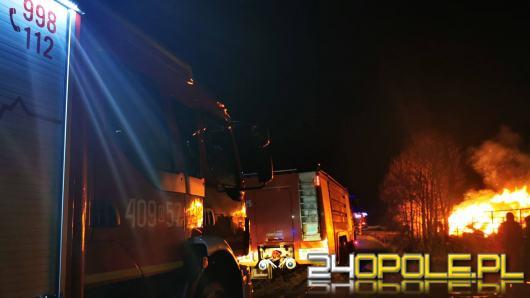 Nocna akcja straży w Szydłowicach. Ktoś prawdopodobnie podpalił stertę siana