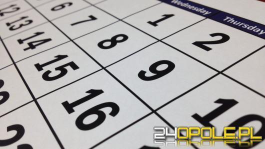 W 2021 roku większość świąt wypada w weekendy. Jak zaplanować urlop?