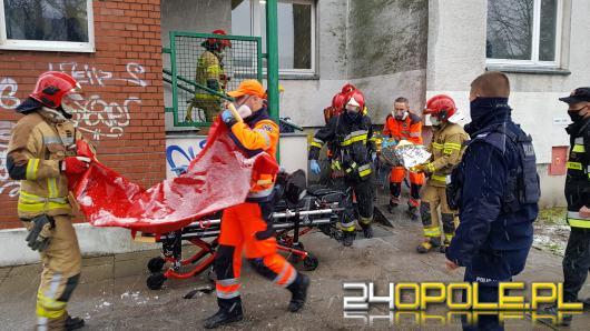 Winda z serwisantem spadła z 10 piętra. Trwa akcja ratunkowa na ulicy Hubala w Opolu