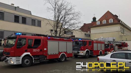 Pożar przewodów w szpitalu wojewódzkim w Opolu. 30 osób ewakuowano