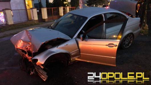 Wawelno: BMW uderzyło w ogrodzenie posesji