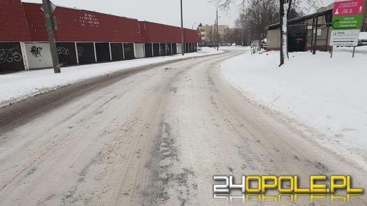 Zima zaatakowała i sparaliżowała ruch na drogach. Czytelnicy podzielili się zdjęciami