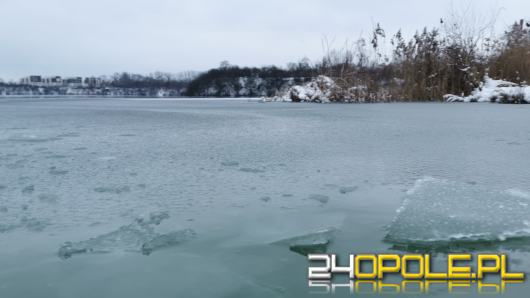 Strażacy apelują o rozwagę: Pokrywa lodu na akwenach jest cienka