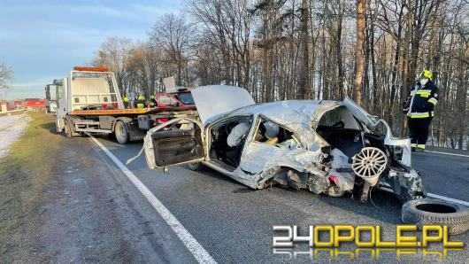 Poważny wypadek przed Zawadą. Zderzenie ciężarówki i osobówki