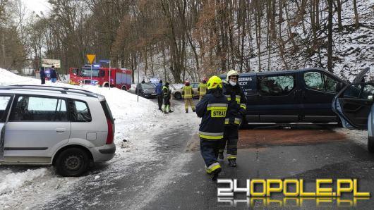 Zderzenie 4 pojazdów w gminie Leśnica. Autami podróżowało 6 osób w tym dziecko