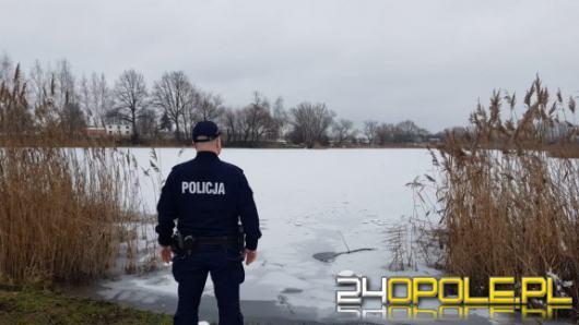 Uratowali kobietę pod którą załamał się lód