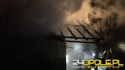 Pożar stodoły w powiecie nyskim. W akcji 7 zastępów straży