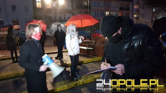 """Spacer w obronie praw kobiet w Krapkowicach. """"Za użycie megafonu rozprawa"""""""