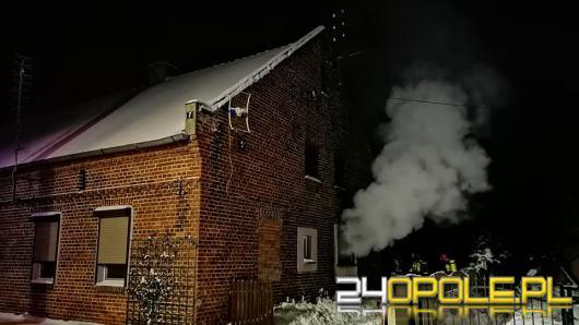 Pożar mieszkań w budynku wielorodzinnym w gminie Wołczyn. W akcji 6 zastępów straży