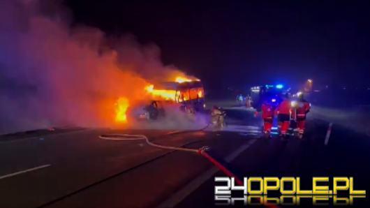 Bus z koszykarkami KSK Stal Brzeg na pokładzie czołowo zderzył się z osobówką