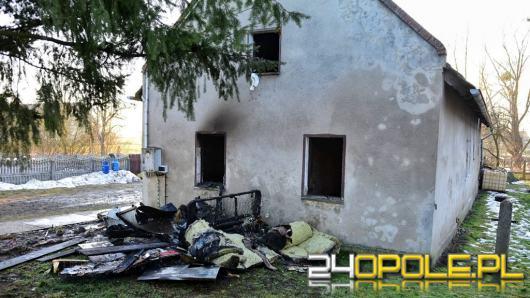 6 zastępów straży gasiło pożar domu w Starych Siołkowicach