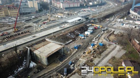 Ogrom pracy przy budowie Centrum Przesiadkowego Opole Wschodnie. Widać efekty