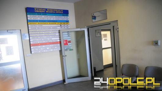 Szarpanina ochroniarzy z mieszkańcem Opola w Urzędzie Miasta. Policja wyjaśnia sprawę