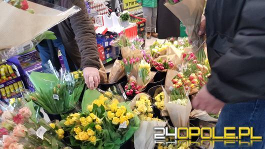Dzień kobiet ma 112 lat. Jak świętujemy ten dzień w innych krajach?