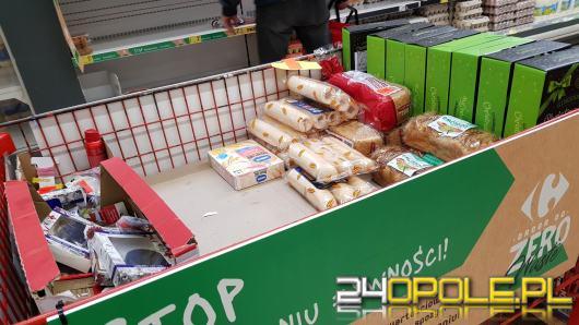Kupujemy za dużo. Gigantyczna część żywności trafia na śmietnik