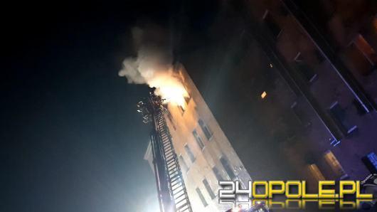 Pożar mieszkania w kamienicy w Prudniku. Jedna osoba została ranna