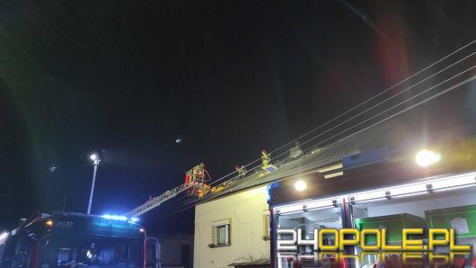 Pożar poddasza domu jednorodzinnego w Rozwadzy. W akcji 10 zastępów straży