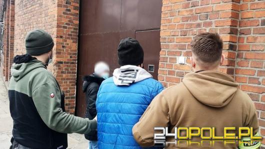 Poszukiwany listem gończym, aby zmylić policjantów, posługiwał się danymi swojego brata.