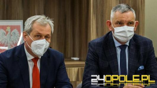 Wojewoda Sławomir Kłosowski przywraca łóżka covidowe w szpitalach. Apeluje też do lekarzy