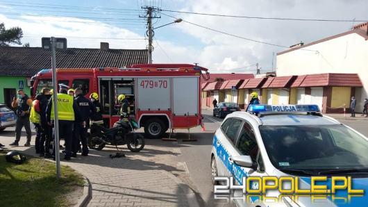 Zderzenie osobówki i motocykla w Praszce
