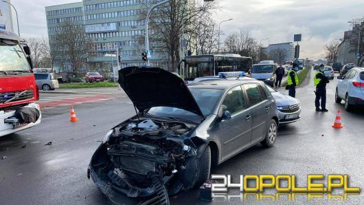 Zderzenie pojazdów na Wrocławskiej. Kierowca golfa skręcił pod zakaz