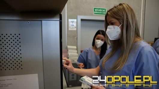 Pracownicy opowiadają, jak wygląda praca w Tymczasowym Szpitalu Covidowym w Opolu