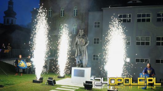 Władysław II Opolski oficjalnie odsłonięty. Pomnik strzeże Zamku Górnego