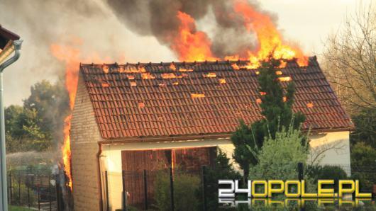 Pożar budynku gospodarczego w Niwkach. Interweniowały 4 zastępy straży