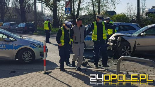 Jedna osoba poszkodowana w zdarzeniu drogowym na ul. Armii Krajowej. Sprawca pijany