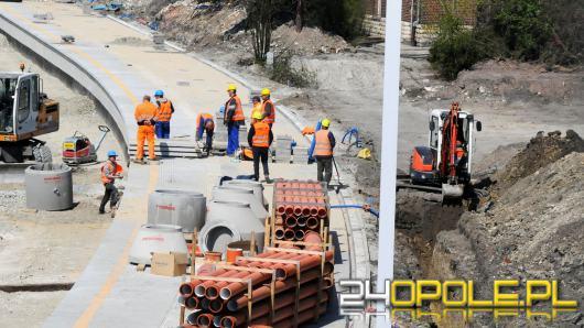 Trwa budowa nowego peronu na stacji Opole Główne. Remont przejdą też przejścia podziemne